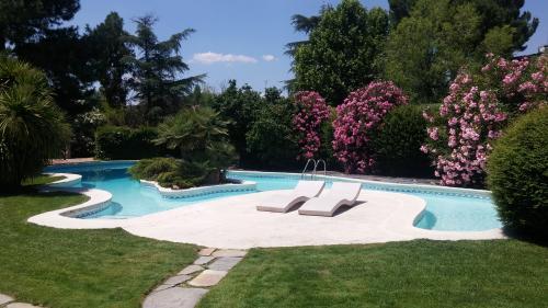 Mant. Jardín y piscina.